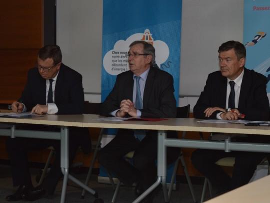Philippe Rapeneau, vice-président de la Région, Philippe Vasseur, président de la Mission rev3, et Philippe Hourdain, président de la CCI Hauts-de-France.