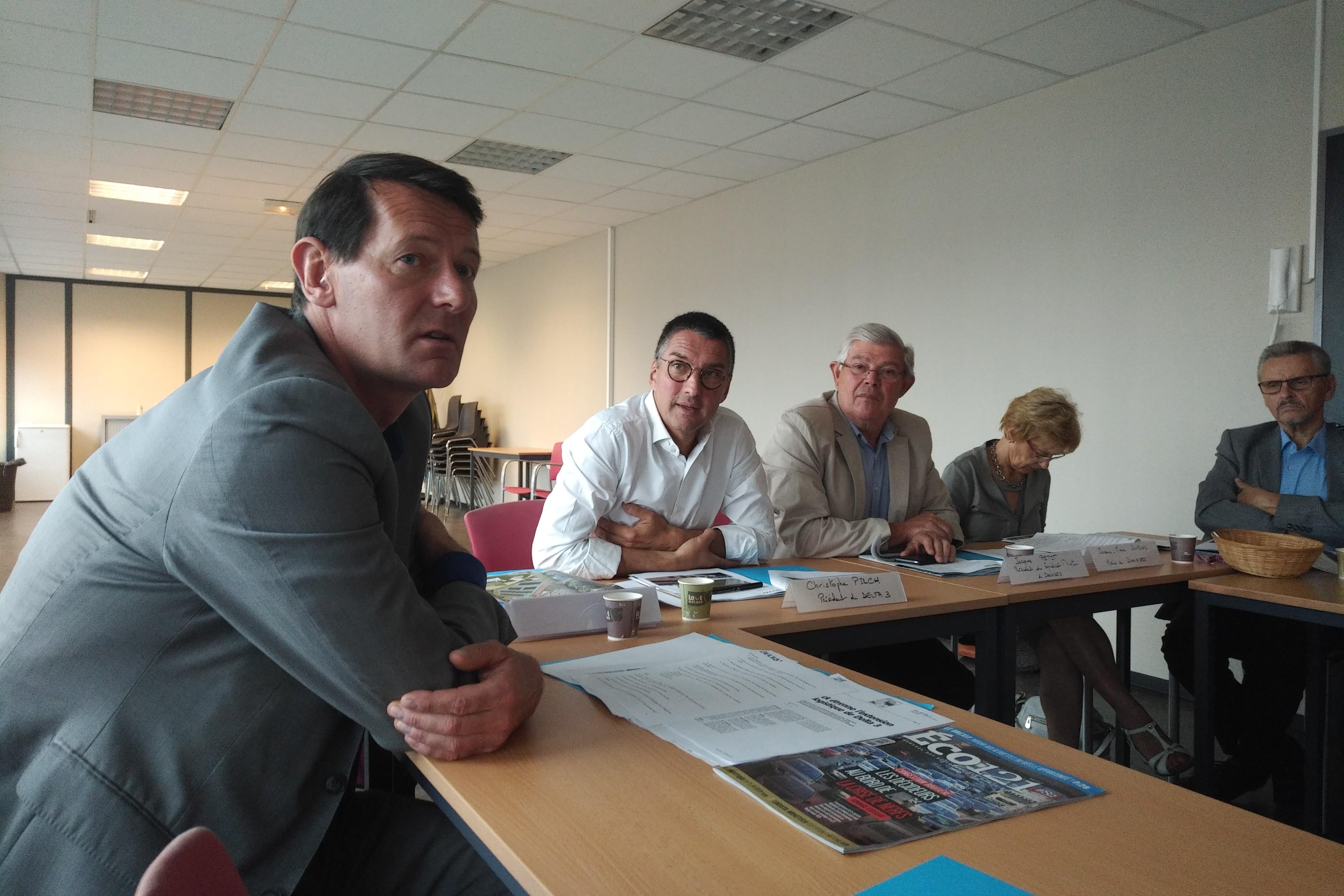 Emmanuel Favreuille (directeur Delta 3), Christophe Pilche (président Delta 3), Jacques Petit (président syndicat mixte de Dourges).