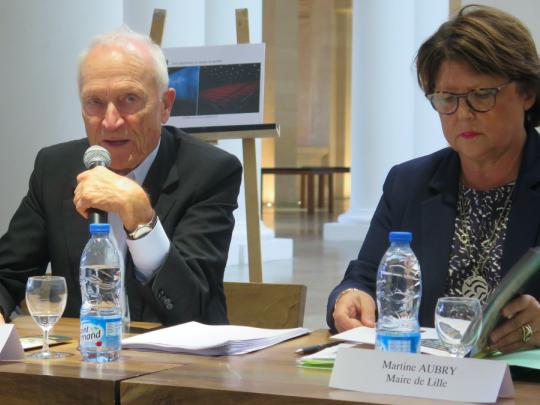 Jérôme Seydoux, président de Pathé, au côté de Martine Aubry