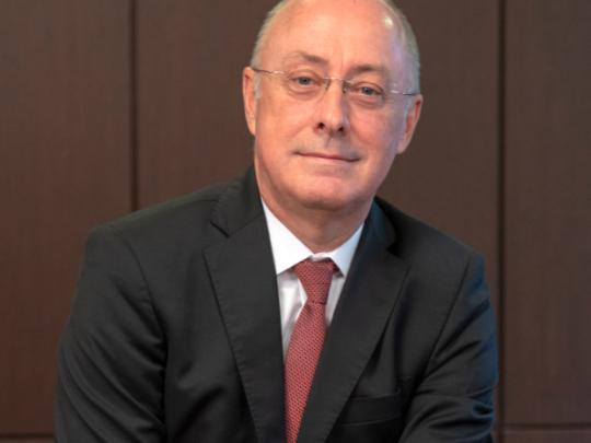 Christian Valette, 28 ans, était jusqu'à présent directeur général de la caisse de Crédit Agricole Mutuel de la Réunion.