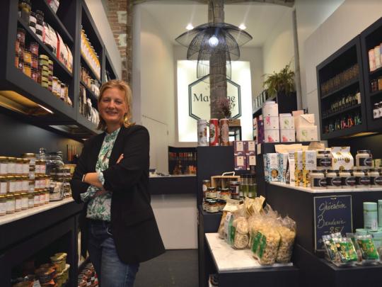 Thés, gâteaux, épices ou boissons, Juliette Graux renouvelle une partie de ses étalages tous les 15 jours.