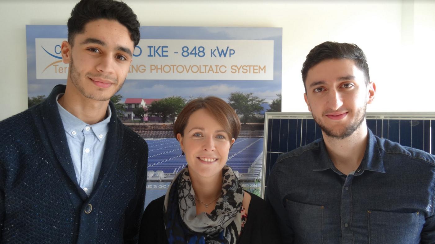 Degàd,Anass Ouadif, étudiant Centrale Lille, bénéficiaire du programme Emergence au côté de Tiphaine Duquesnes, manager du programme Emergence à l'Areli, et Alexandre Zakariya, R&D Engineer Ciel & Terre International.