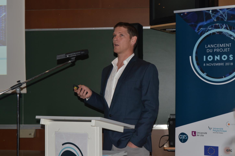 Fabien Alibart lors de la présentation de son projet IONOS à l'IEMN à Villeneuve d'Ascq.