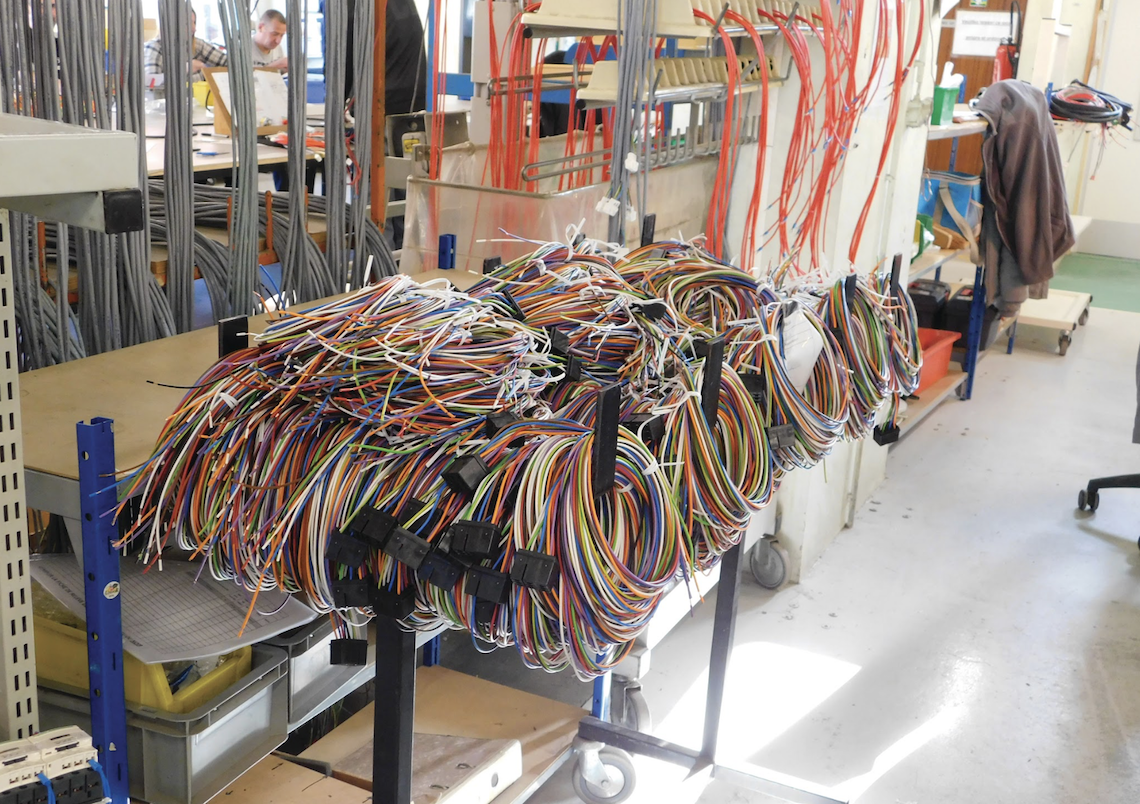 L'une des activités principales des Ateliers de l'Artois est le câblage électronique.