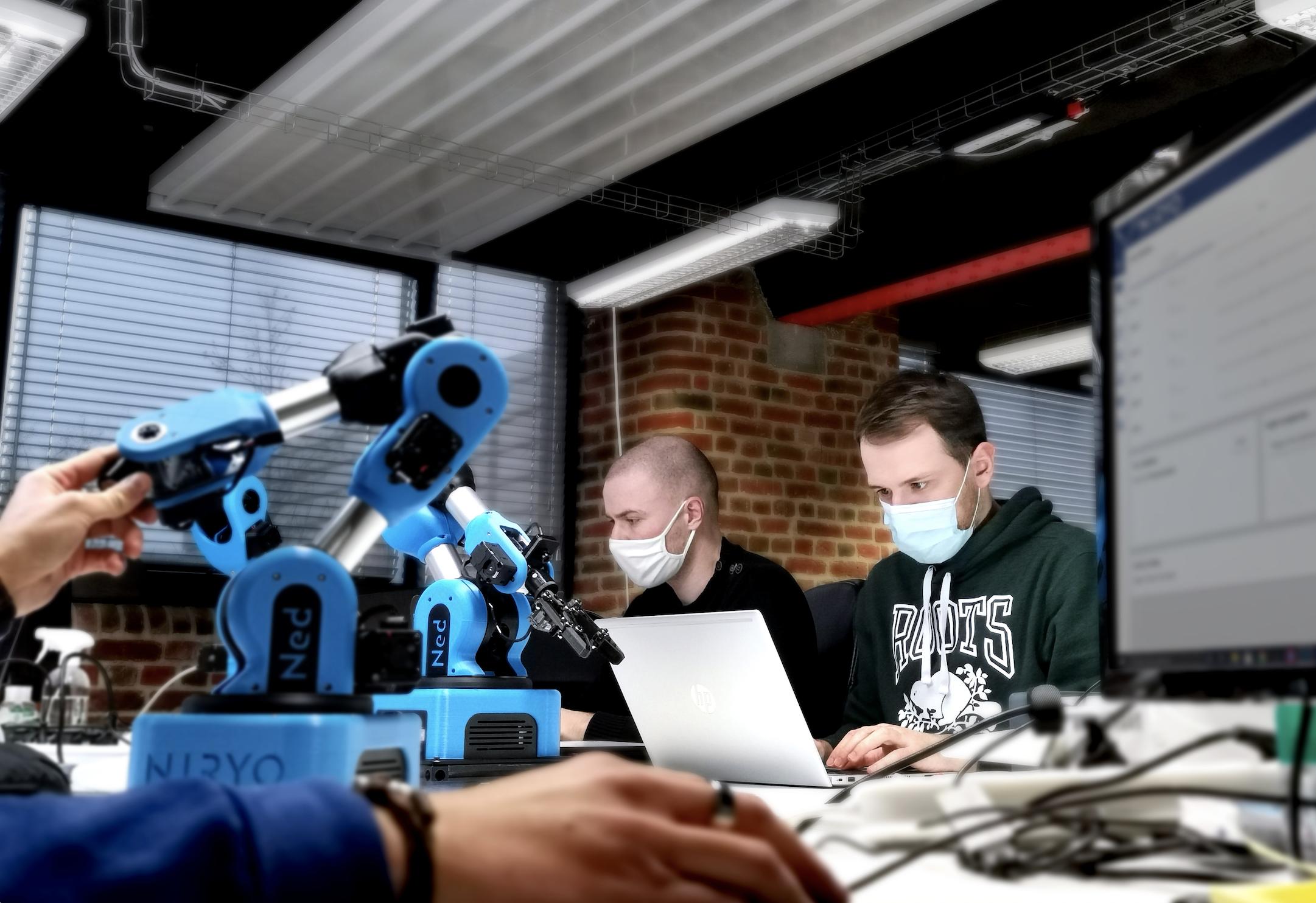 La spécialiste de la robotique collaborative Niryo veut accélérer son développement, notamment à l'international, avec ses robots faciles d'accès.