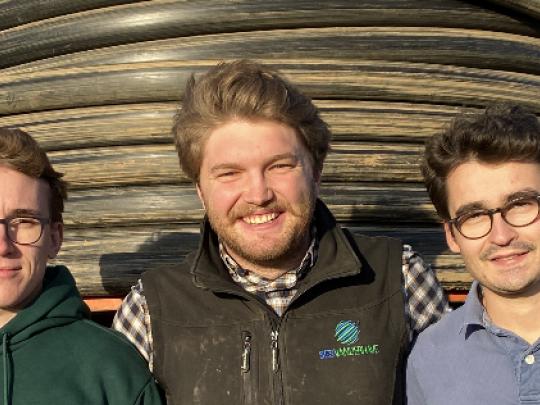 C'est via LinkedIn qu'Henri a trouvé ses associés Rodolphe et Léon, eux aussi ingénieurs et fils d'agriculteurs.