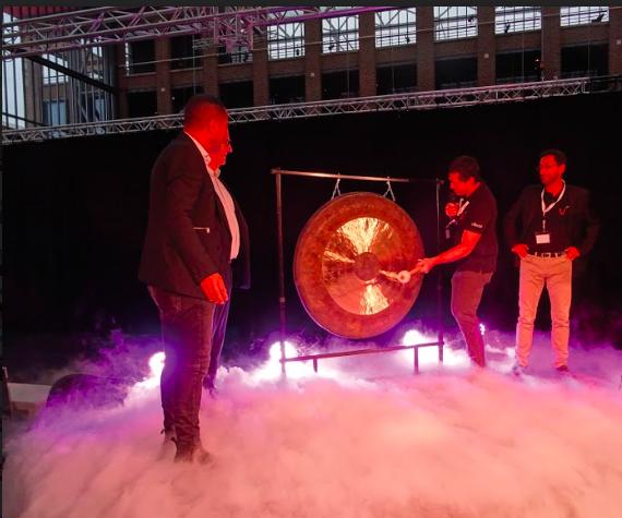En septembre 2017, Vekia avait fait retentir le gong 12 fois, une fois pour chaque million levé